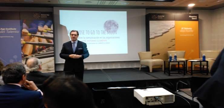 José Antonio Llorente durante su masterclass esta mañana en el Hotel Meliá Castilla.