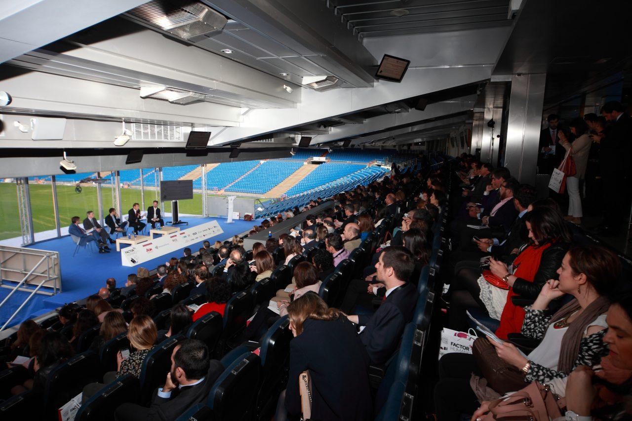 Ponencia:  Crecer en la diversidad: las claves para liderar, gestionar y motivar equipos internacionales.