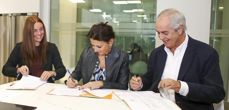 Firma-acuerdo-Electrolux-ok.jpg