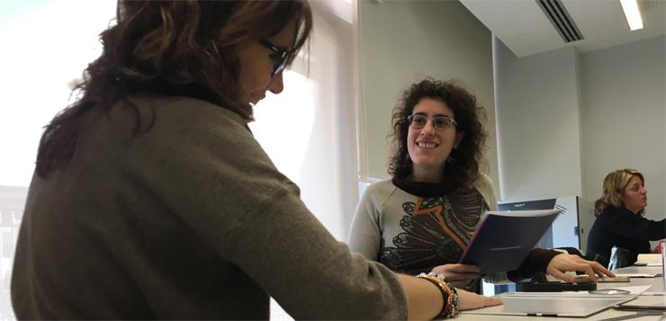 Marta-Bartolomé-empleada-de-Colectivos-Vip-realizando-las-pruebas-de-visión..jpg
