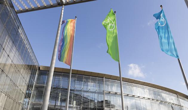 Bayer_bandera_arcoiris.jpg