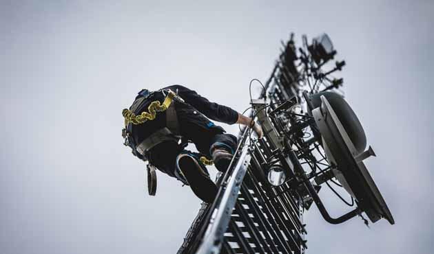 trabajador-telecomunicaciones.jpg