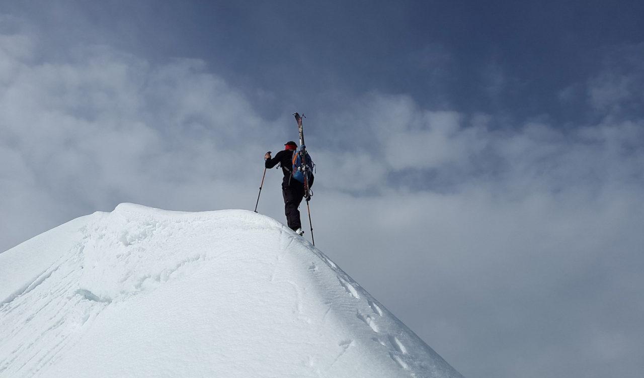 esquiador-oki-1280x752.jpg