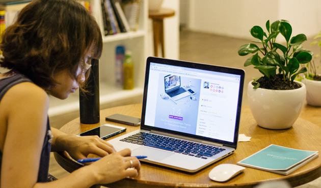 women-computer-oki.jpg