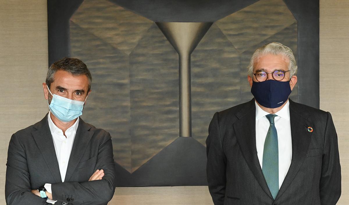 De-izq-a-dcha-Enrique-Sánchez-Pte.-F.-Adecco-y-José-Bogas-CEO-Endesa_-2.jpg
