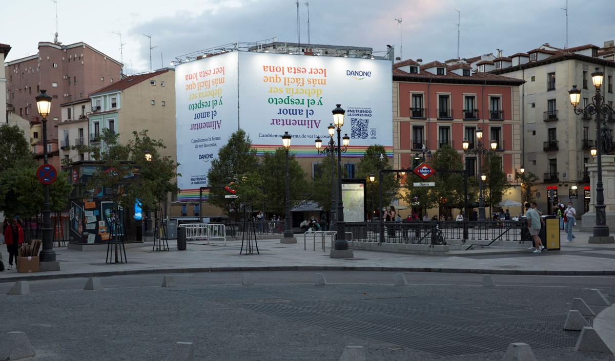 Lona-plaza-Opera-1.jpg