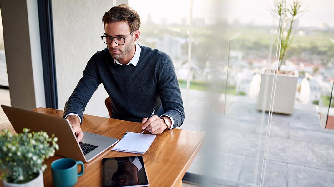 Hot-desking-teletrabajo-mesas-calientes-flexibilidad-laboral.jpg