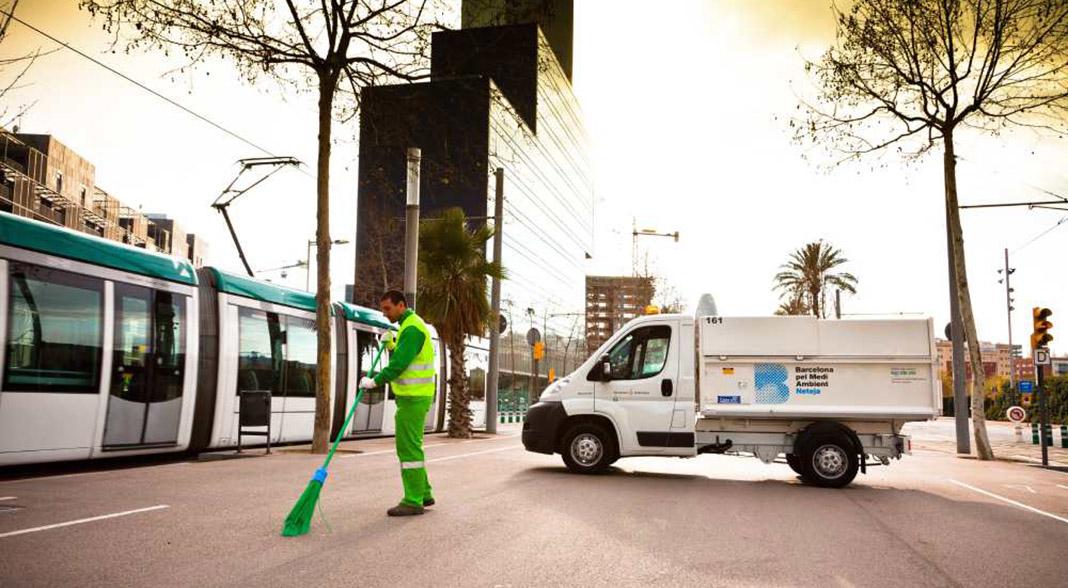 operario-limpieza-urbana-bcn-urbaser.jpg
