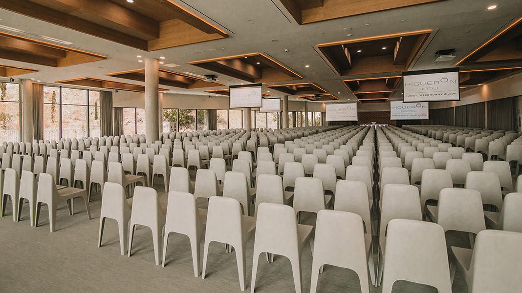 Higueron-Hotel-Curio-Collection-by-Hilton-centro-convenciones.jpg