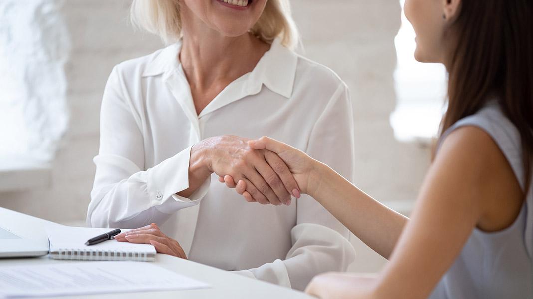 mujeres-empleo-contrato-acuerdo.jpg
